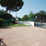 giardino privato e cancello carraio