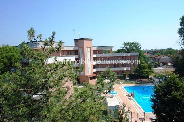 esterno residence con piscina