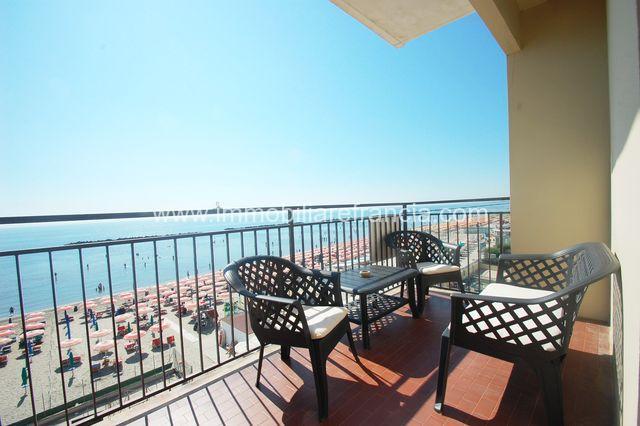 In vendita al Lido di Pomposa appartamento trilocale fronte mare con ingresso diretto alla spiaggia
