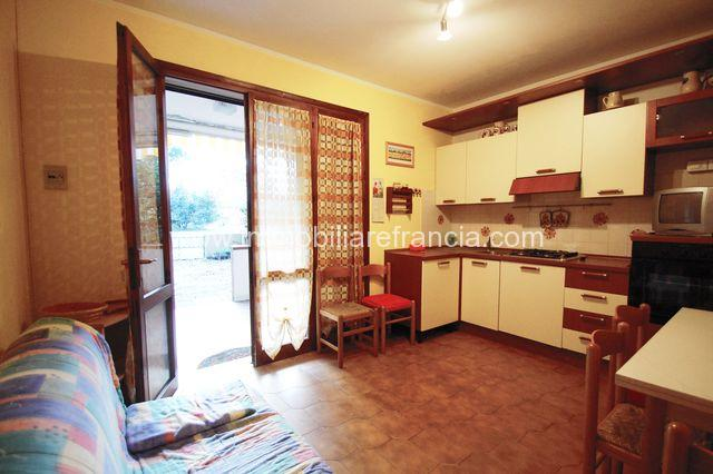 Lido di Volano villetta trilocale al piano terra con giardino privato e posto auto.